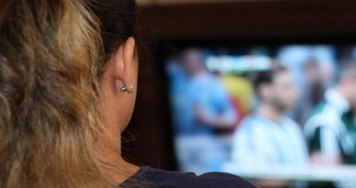Интернет догоняет телевидение по популярности среди россиян
